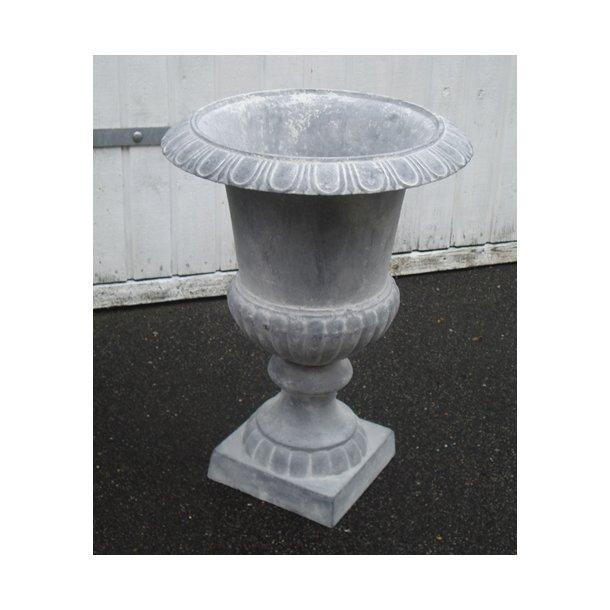 Støbejernspokal, stor grå. 80 cm høj